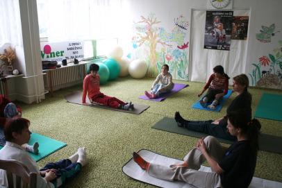 Cvičenie s invalidnými deťmi v Margarétke, občianskom združení pre postihnuté deti